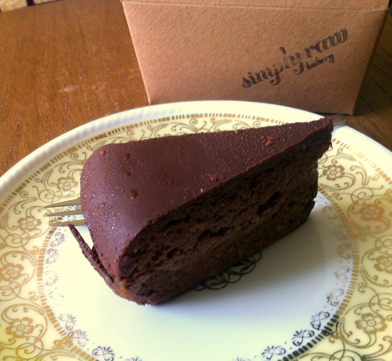 "Goodybag von der ""Simply Raw Bakery"" in Wien- Rohkost Sachertorte"