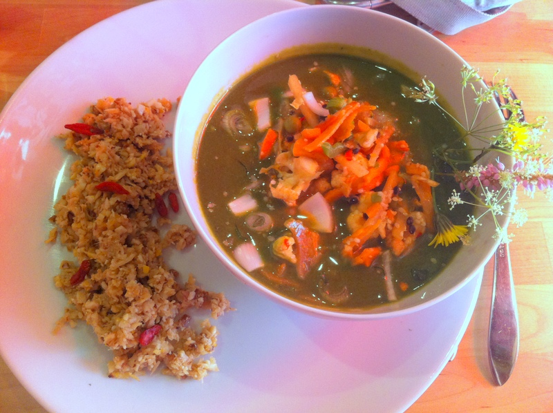 "Veganes Rohkost Thai Curry im ""Dancing Shiva"" Wien"