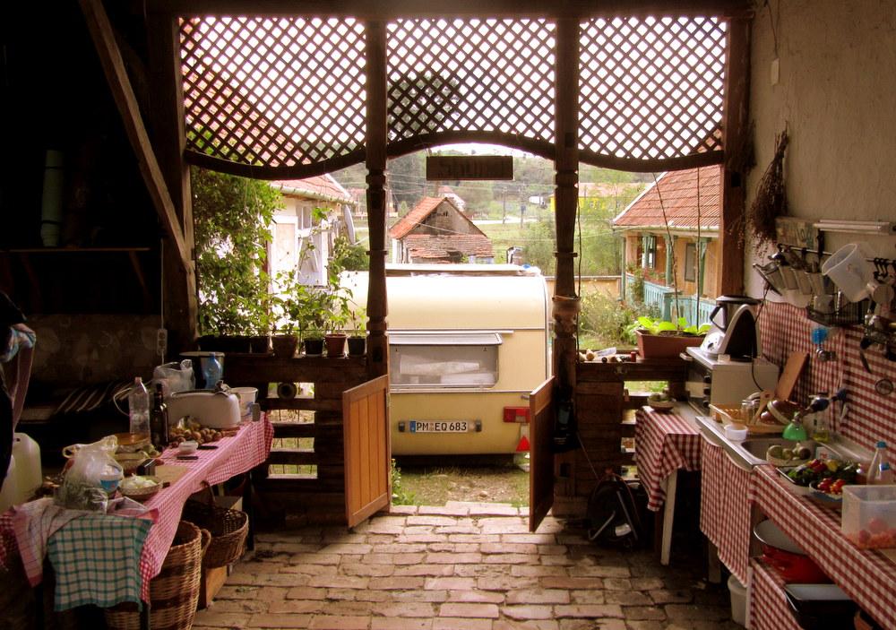 Rumänien-Stanicova -Theodoras Sommerküche-reisen mit Kind-leben im Camper