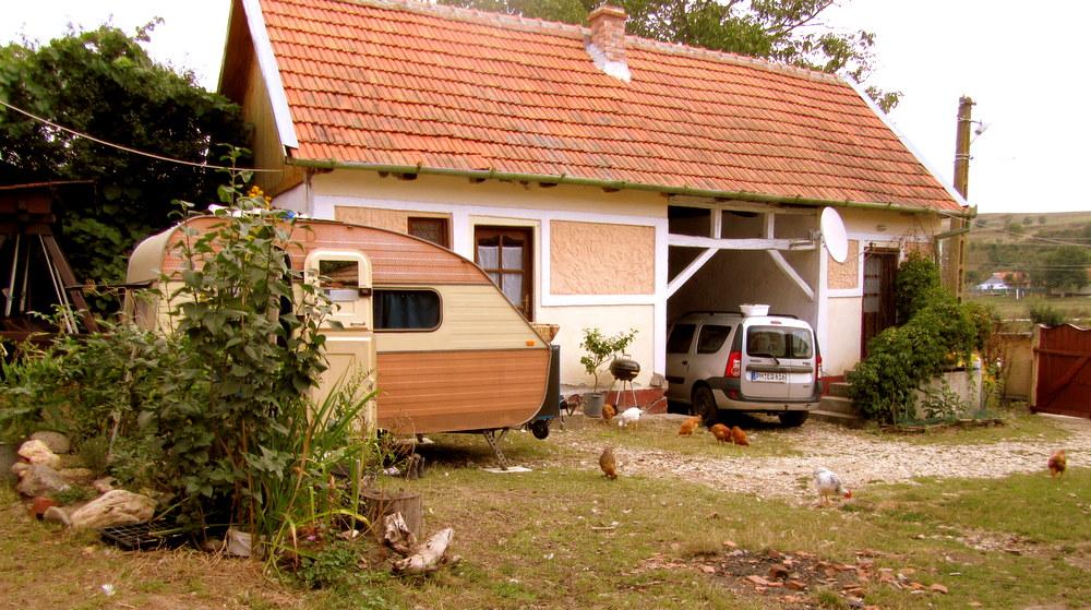 Rumänien-Stanicova- Hof mit Qek Aero und Dacia -reisen mit Kind-leben im Camper