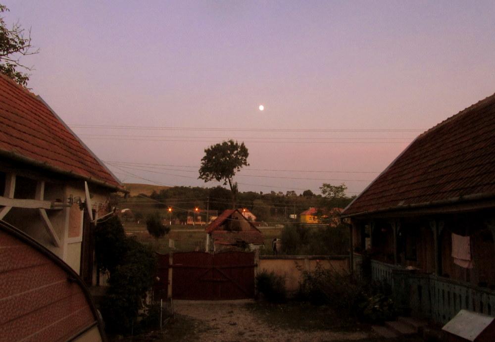 Rumänien-Stanicova,Teodoras Hof in der Abendstimmung-reisen mit kind-leben im camper
