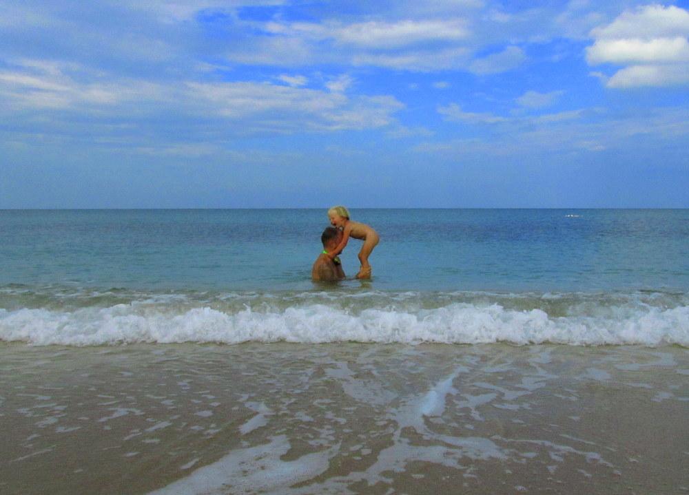 Türkei- Schwarzmeerküste- baden im türkiesfarbenden Meer- reisen mit Kind -