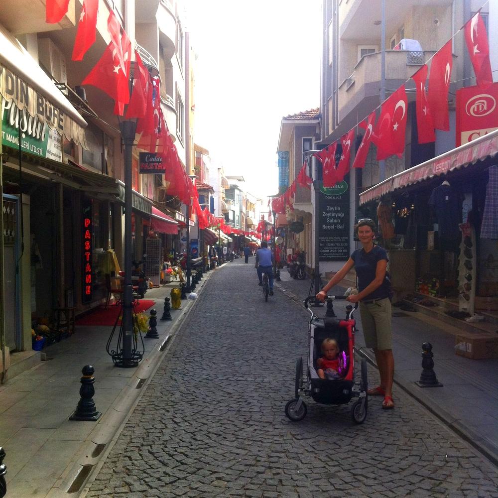 Türkei-vor den Wahlen- auf dem Weg zum Markt- reisen mit Kind- Urlaub im Winter