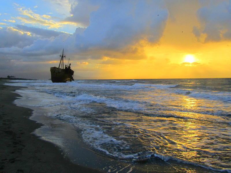 Weihnachten in Griechenland- einsame-traumhafte Strände-Sonnenuntergang am Schiffswrack
