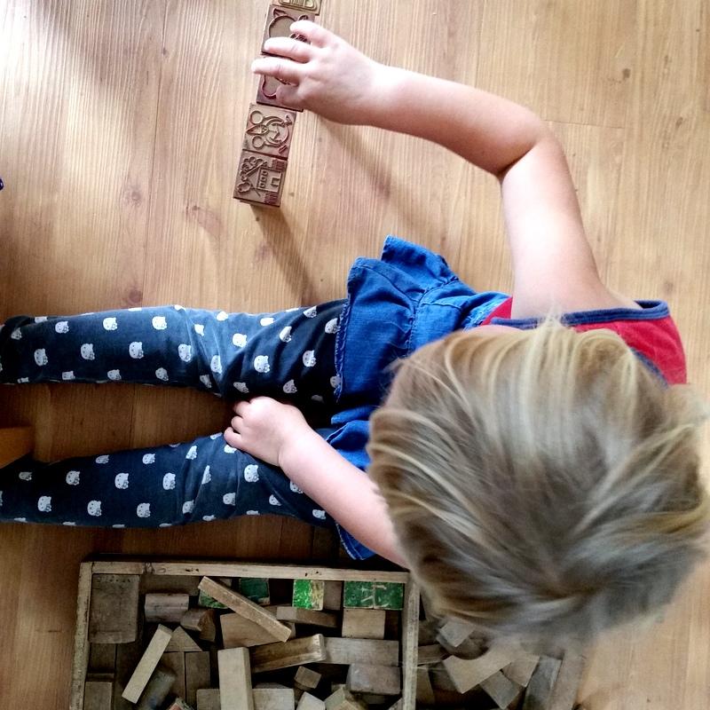Stempel- Kindheit- spielen-frei-Bausteine-ortsunabhängig
