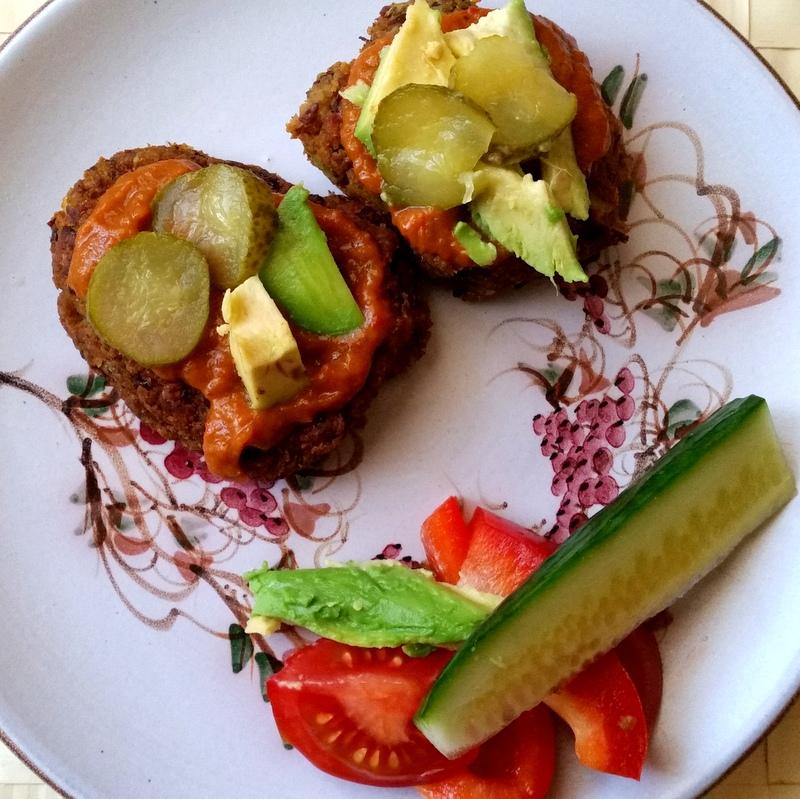 Vegan-Burger-Möhren-Bohnen-Avocado-healthy-green-gesund