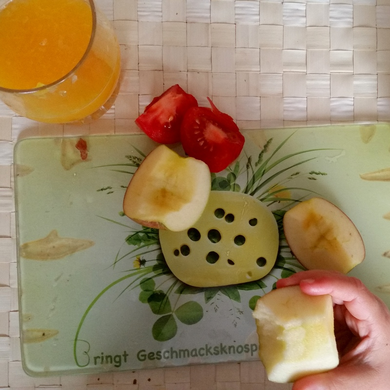 Frühstück-Apfel-Tomaten-Rohkost-Orangensaft