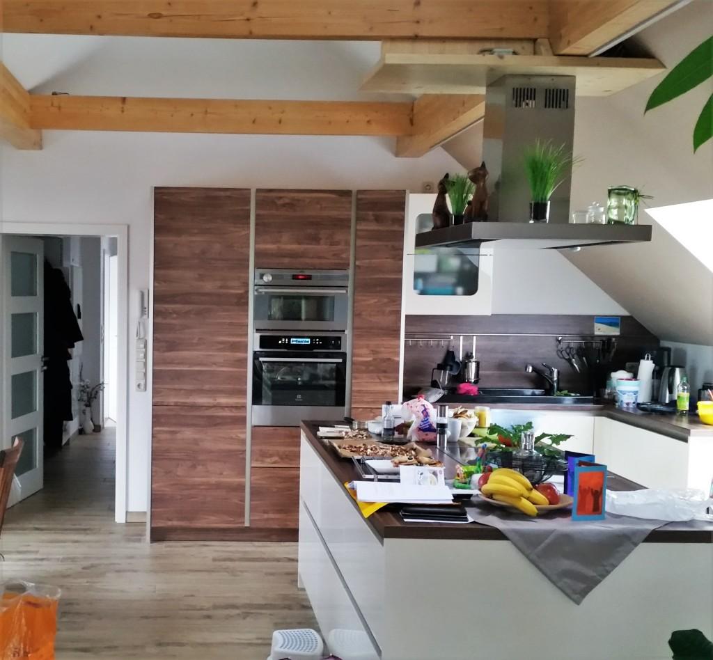 Kochinsel-moderne Küche-neue Küche-helle Küche-rohkost-kochen-reisen mit kind