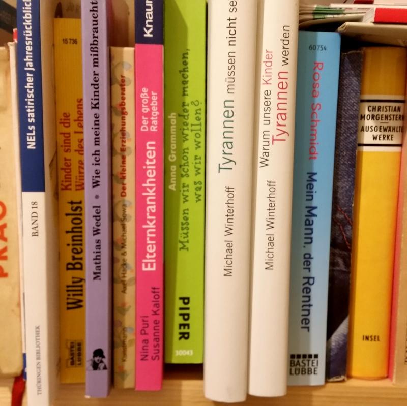 Bildung- Bibliothek- Bücherregal- Kinder- Attachnemt Parenting