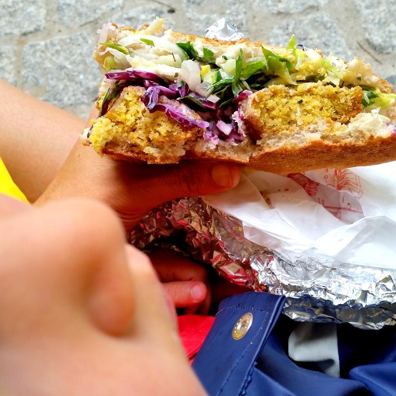 Falafel- Mittagessen- Berlin- ortsunabhängig- Familie-