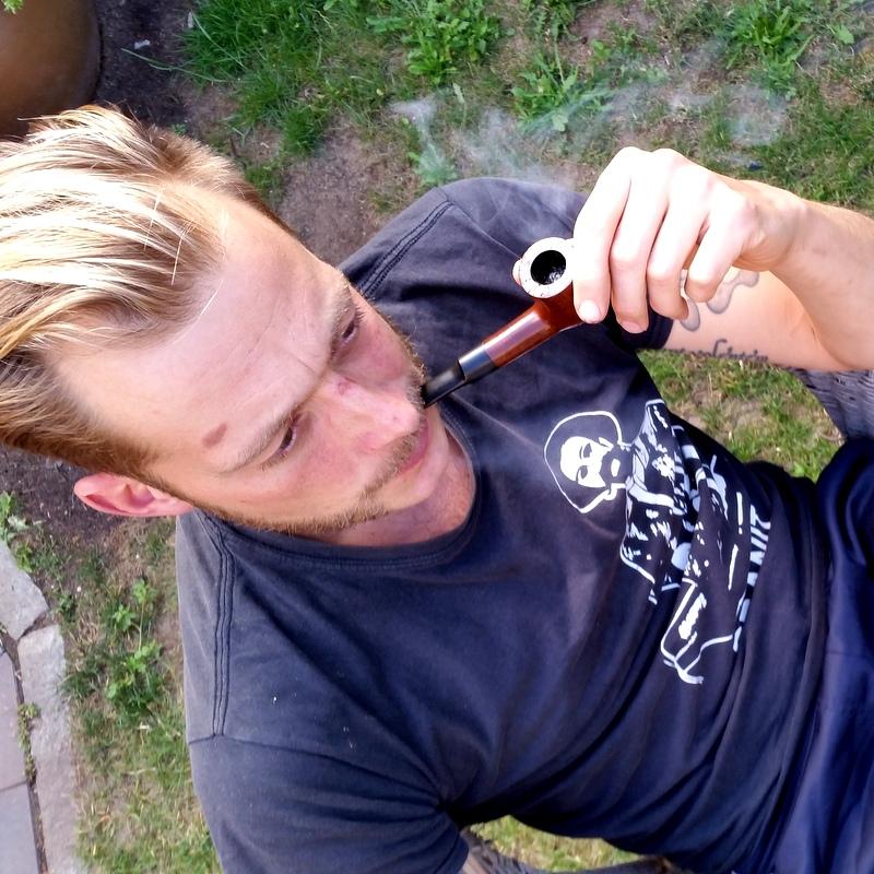 Pfeife rauchen- Vater- Sommer- Berlin- nach der Arbeit