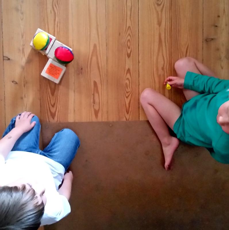 Kindheit-freies Spiel-Jonglage Bälle-Würfel-einfaches Spielzeug