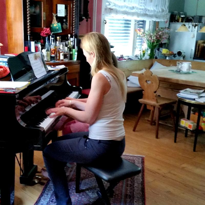 Klavier-Flügel-Musizieren- Familienstück-Tradtion-Musik