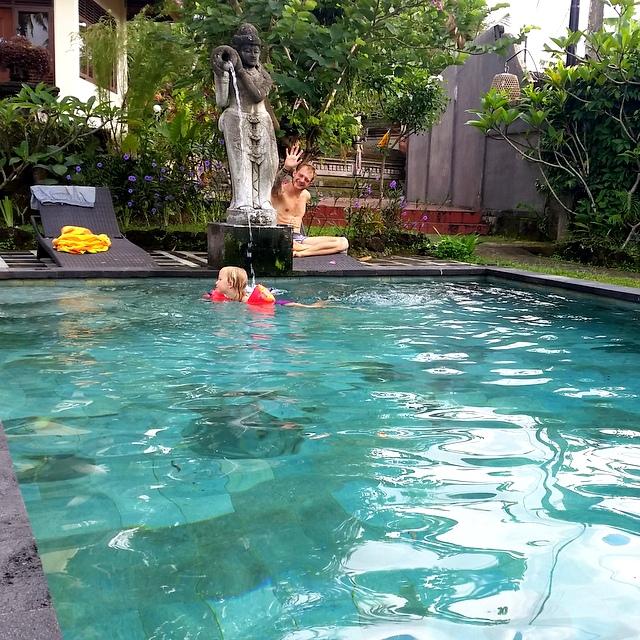 Pool ueber Airbnb in Ubud Bali mit Kind
