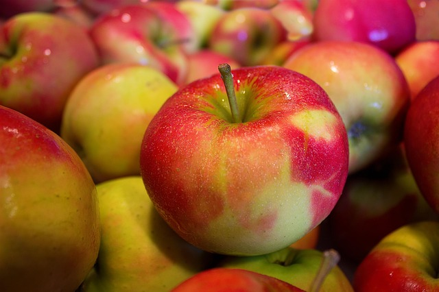 Apfelstueckchen fuer Krapfen